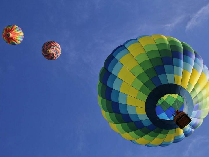 hot-air-balloons-1984308_1280