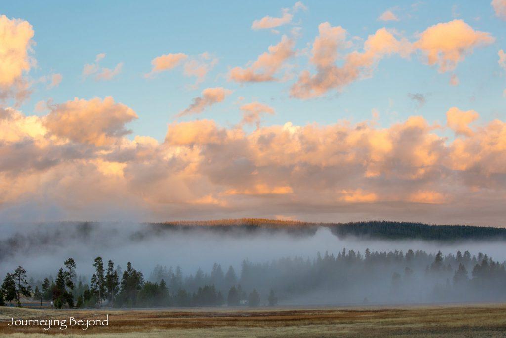 yellowstone-sunrise-fog