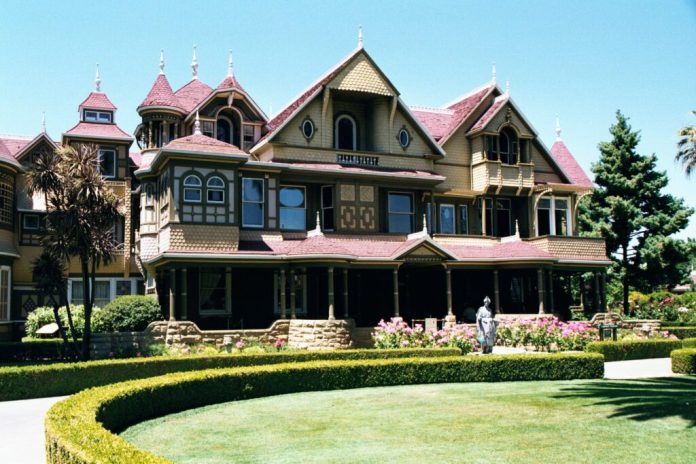 A picture of the front entrance to Winchester Mystery House, one of the most exciting places to visit in San Jose, California