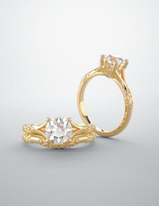 Prongs with high set diamond