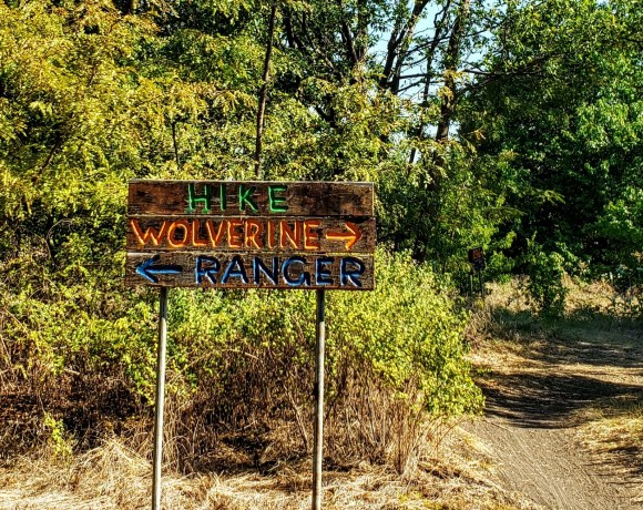 Signs for hikers for the three loops