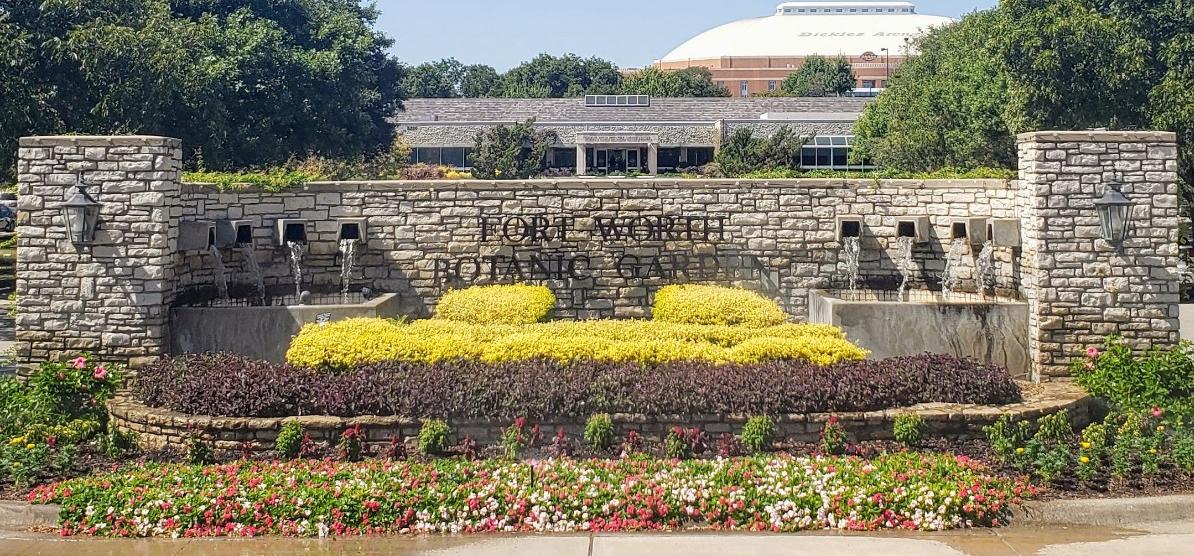 Entrance sign at the Fort Worth Botanic Garden
