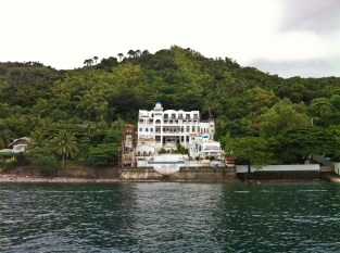 One of the attractive resorts we saw along the Anilao Coast