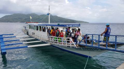 Public boat from Anilao Port to Tingloy Port (Photo Credits: Angelo Aguiling)