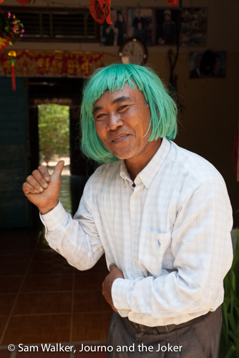 Buntheun in a green wig