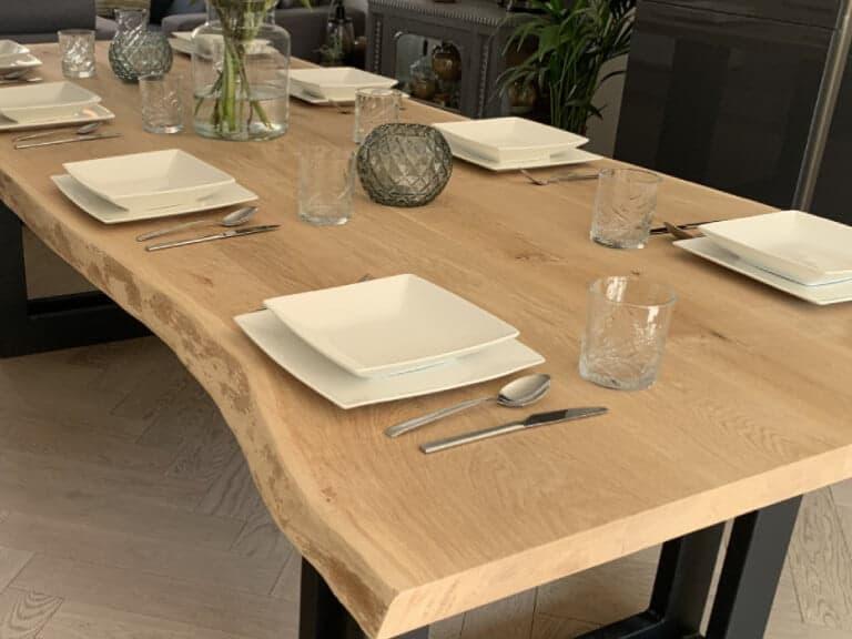 Eiken tafel met boomstamkant dubbele u
