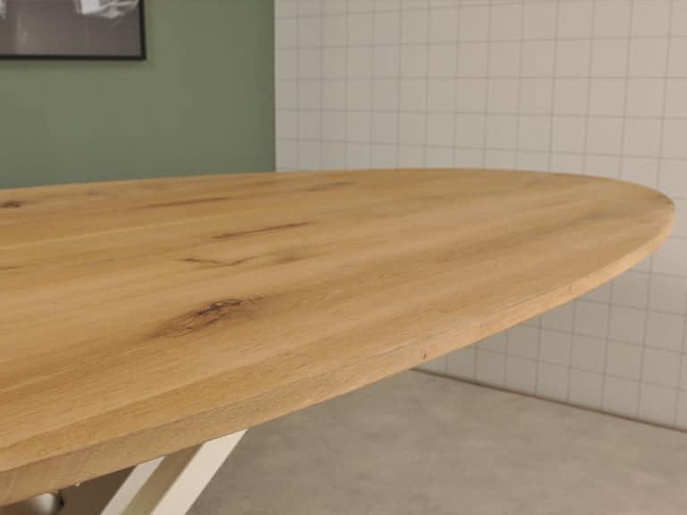 Ovale tafel detail foto met witte spoot