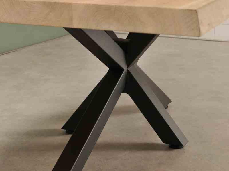 Detail foto van spinpoot voor houten salontafel