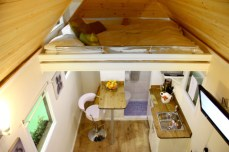 Tiny-House-UK-Ladder-in-Back-of-Loft-700x466
