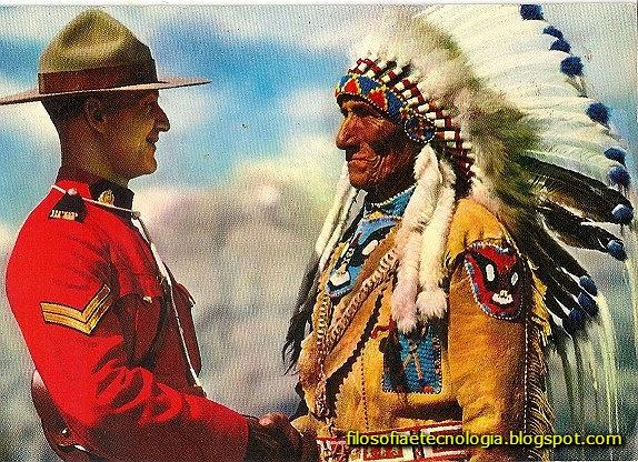 CHEFE INDIO CANADENSE Cumprimentado por um Guarda da polícia montada do Canadá