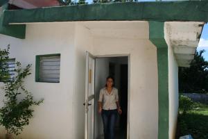 La Doctora en la Pequeña Habitación donde Reside en sus Pocas Horas de Descanso