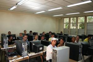 Jovenes Cubanos en la Joven Cuba