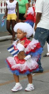 Guaracherita en una comparsa de niños en desfile del 1ro de mayo
