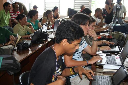 Jovenes Blogueros reportando en Vivo sobre el encuentro