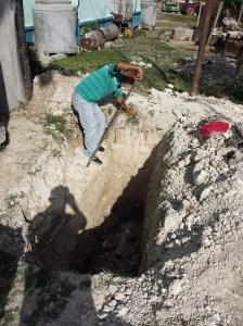 """Con ayuda de un albañil y herramientas prestadas por los vecinos, Guerra solucionó un problema que decían que costaría """"cientos de miles de pesos"""""""