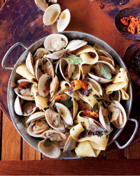 201112-r-pappardelle-with-clams