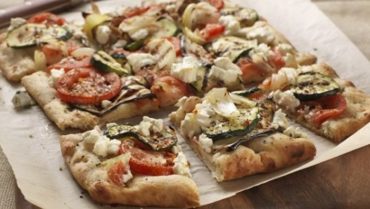 Grilled-vegetable-goat-cheese-pizza-606x455