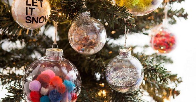 Julgranleksaker på julgran med egna händer