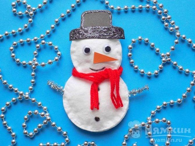 Мақта дискілерінен снеговикті қалай жасауға болады - ең жақсы жаңа жылдық қолөнер 13