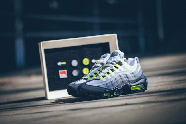 AIR MAX DAY blog mode homme Nike-Air-MAx-95-OG-Neon-Patch1