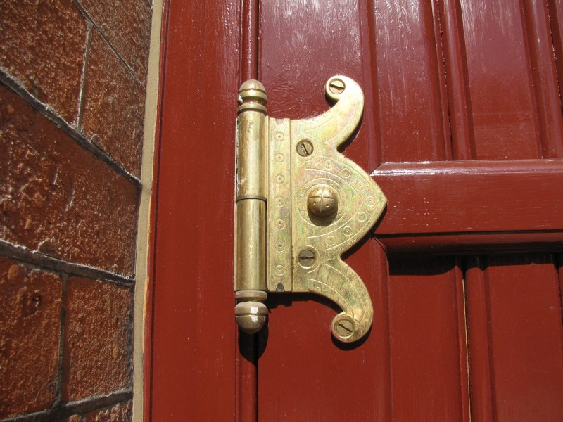 St._Pancras_Station_-_Renaissance_Hotel_door_hinge