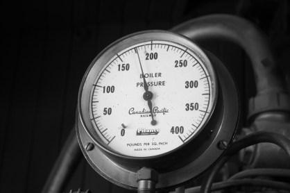 Canadian_Pacific_pressure_gauge_(2800301396).jpg