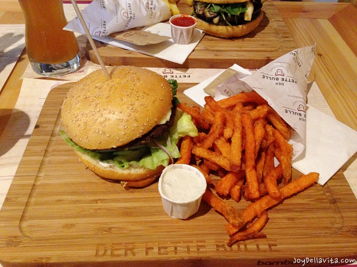 Falafel Burger and sweet potato fries at Der Fette Bulle Frankfurt