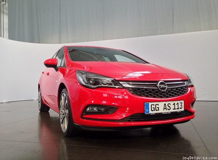 Opel OnStar & Apple CarPlay inside the Opel Astra K