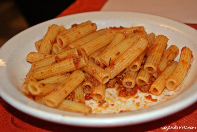Penne con ragù / Penne with meat sauce