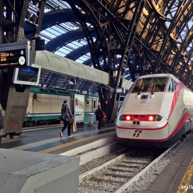Frecciabianca E.414 train in Milano Centrale