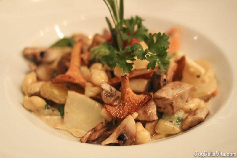 Spätzlepfanne 'JägerArt' with fresh forest mushrooms and herbs Restaurant Falkenburg StGallen Travelblog JoyDellaVita