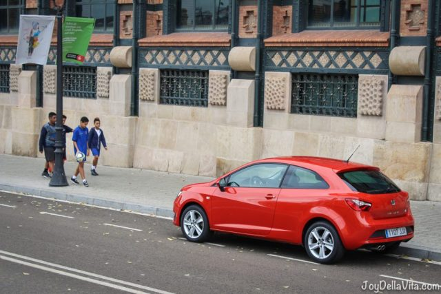 SEAT Ibiza SC FR in red