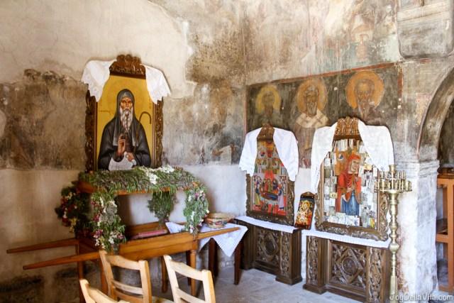 Inside Church Εκκλησία Παναγία in 'Thalori Traditional Village' Kapetaniana Crete - Travelblog JoyDellaVita.com
