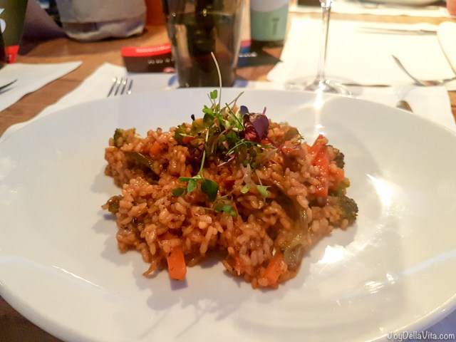 Vegetable paella / Paella de Verduras - Bestial Restaurant Club Barcelona Beach -  JoyDellaVita.com