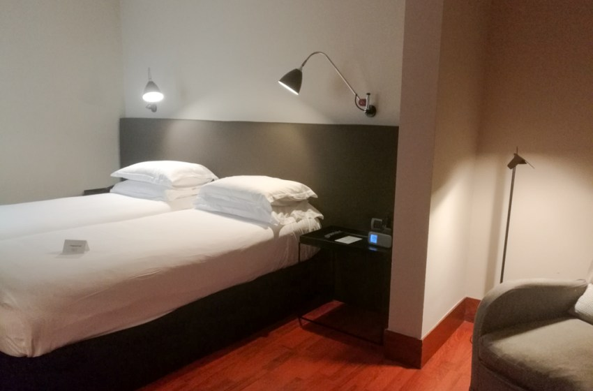 Hotel with Terrace and Outdoor Pool – Alexandra Barcelona, a DoubleTree by Hilton Hotel
