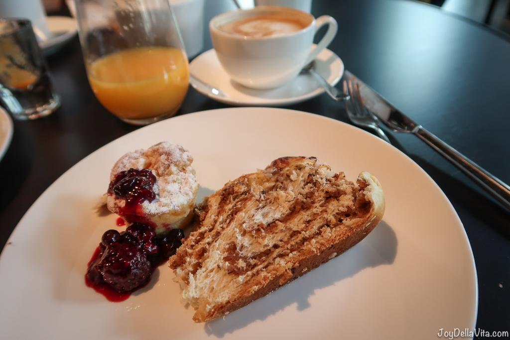 Hefezopf cappuccino saft Breakfast Buffet Baden-Baden moriki Roomers Hotel