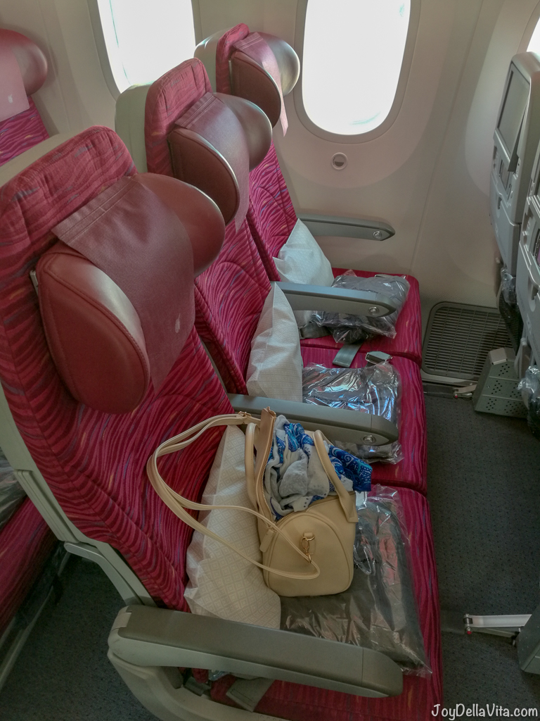 Qatar Airways Boeing 787 Dreamliner Economy Class 3 seats by the window