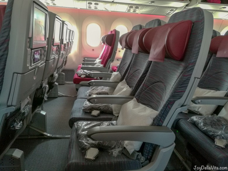 Qatar Airways Boeing 787 Dreamliner Economy Class Row 32