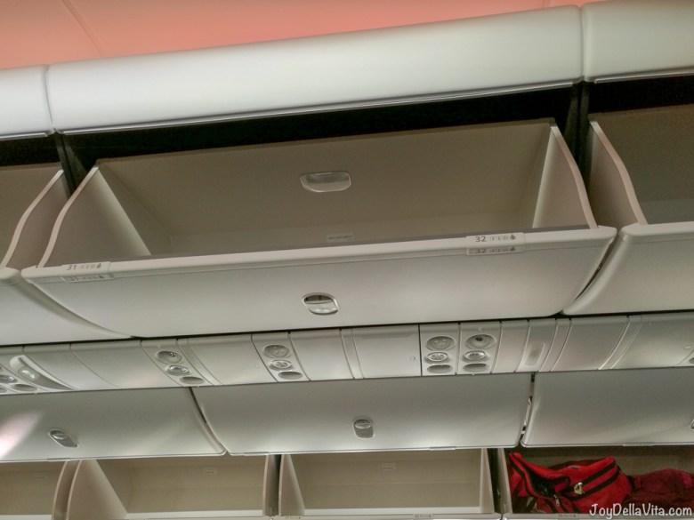 Qatar Airways Boeing 787 Dreamliner overhead compartment
