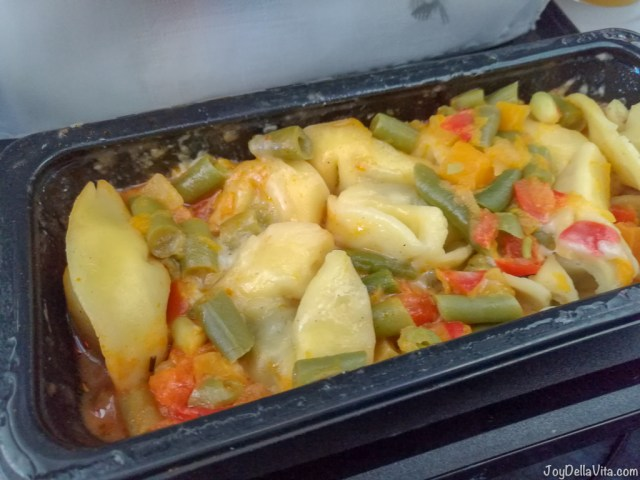 Qatar Airways Economy Meal: Mushroom Tortellini with Tomato & Olive Sauce, Vegetable mix & cheese sauce