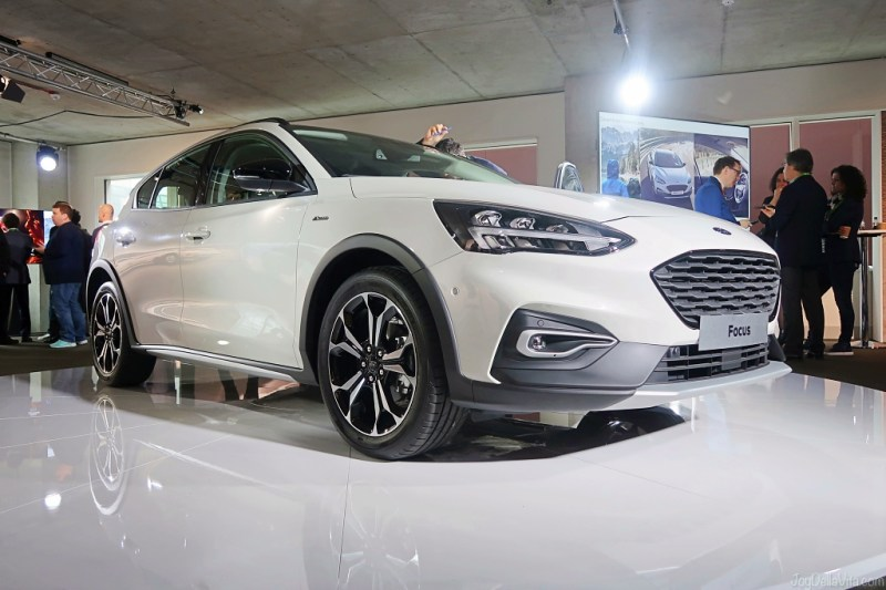 2018 2019 Ford Focus Active white car details exterior interior world premiere presentation london april 2018