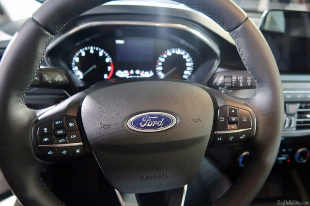 2019 Ford Focus Active steering wheel