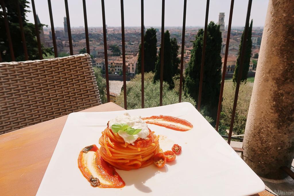 Spaghetti Pomodoro Burrata Re Teodorico Restaurant Castel San Pietro Verona