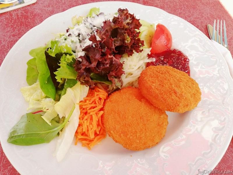Breitachklamm Restaurant Oberstdorf Salad Camembert