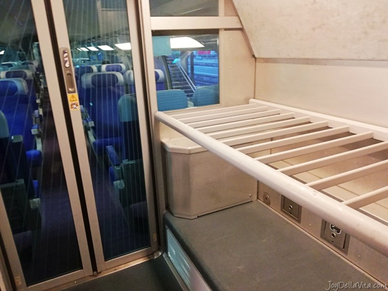 Luggage rack on the upper floor in the TGV