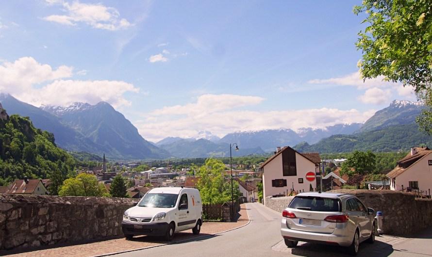 How far is Vaduz / Liechtenstein from Zurich?