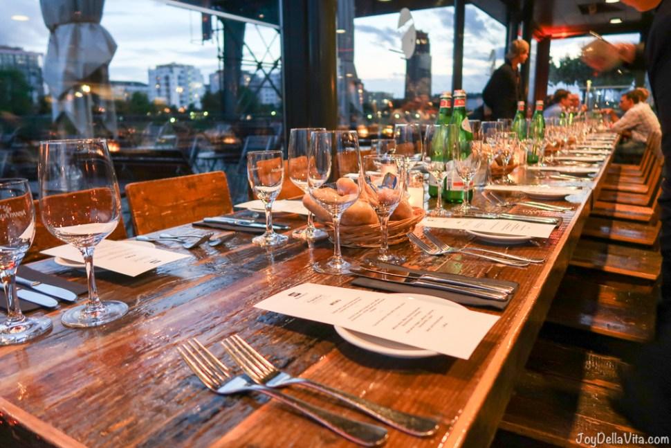Dinner Oosten Restaurant Frankfurt Main River