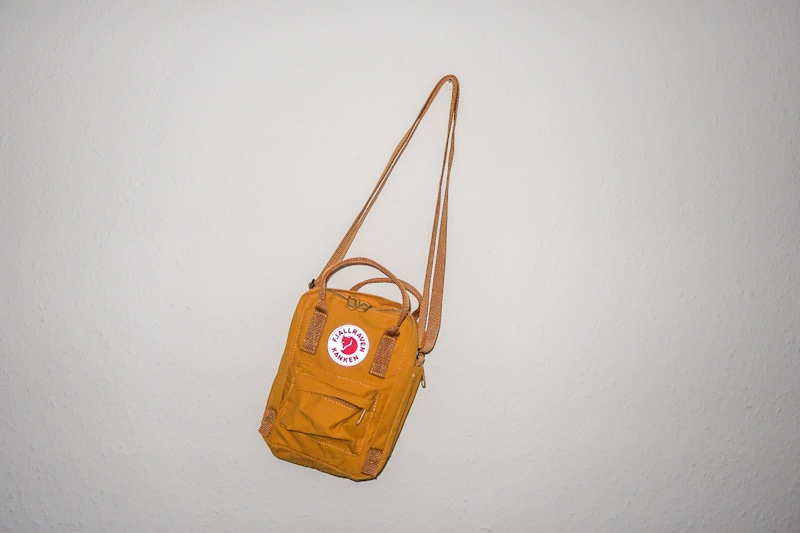 fjallraven kanken sling review ochre brown yellow blog joydellavita