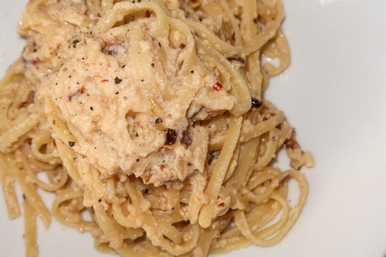 Vegetarian alla Carbonara Pasta with fried Onion