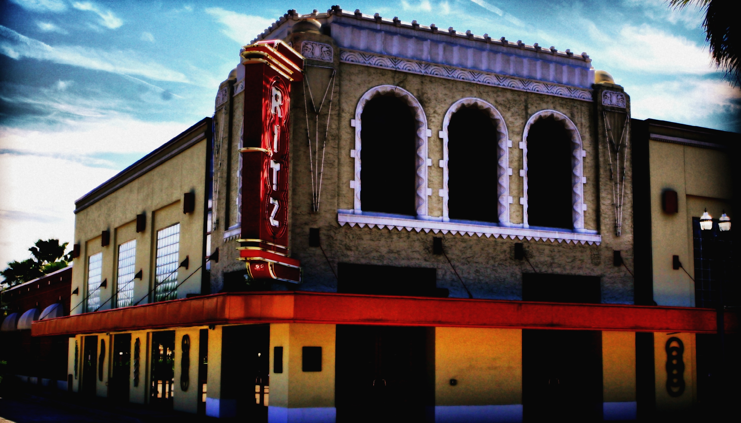 Pieces of a Dream / Joy Dennis – The Ritz Theater (Lavilla)